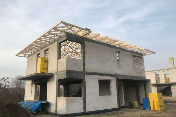 Samodzielna budowa domu – czy to możliwe?