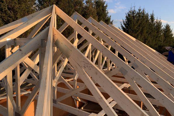 Dom w stylu kanadyjskim? Postaw na jakościowe drewno i solidne wiązary