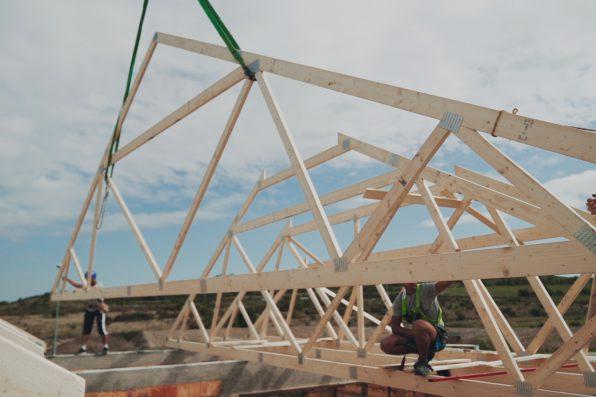 Jak wygląda konstrukcja dachu z wiązarów dachowych?