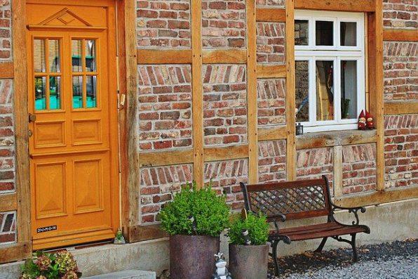 Jak odnowić drewnianą konstrukcję zewnętrzną?